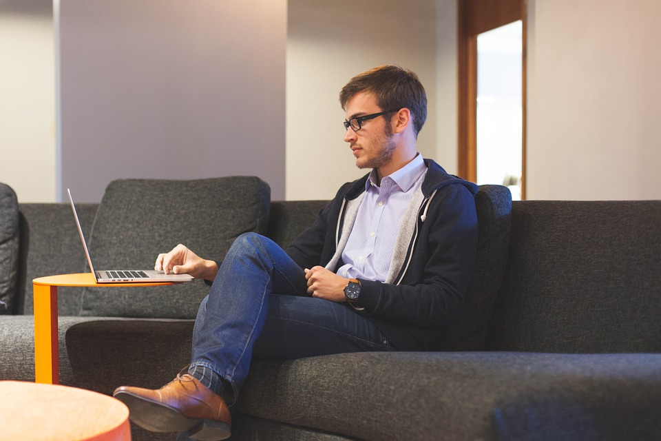Memulai bisnis atau bahkan membuka lapangan kerja baru bagi banyak orang bukanlah tidak mungkin bagi mahasiswa saat ini