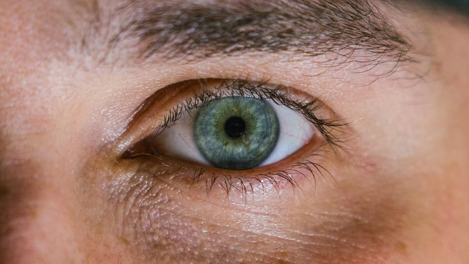 Pemirsa percaya karena melihat, begitulah kekuatan visual dapat digambarkan
