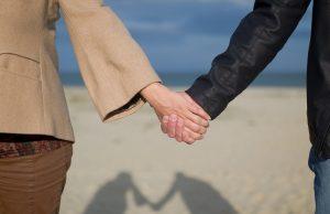 5 Cara Mempertahankan Hubungan dengan Cewek