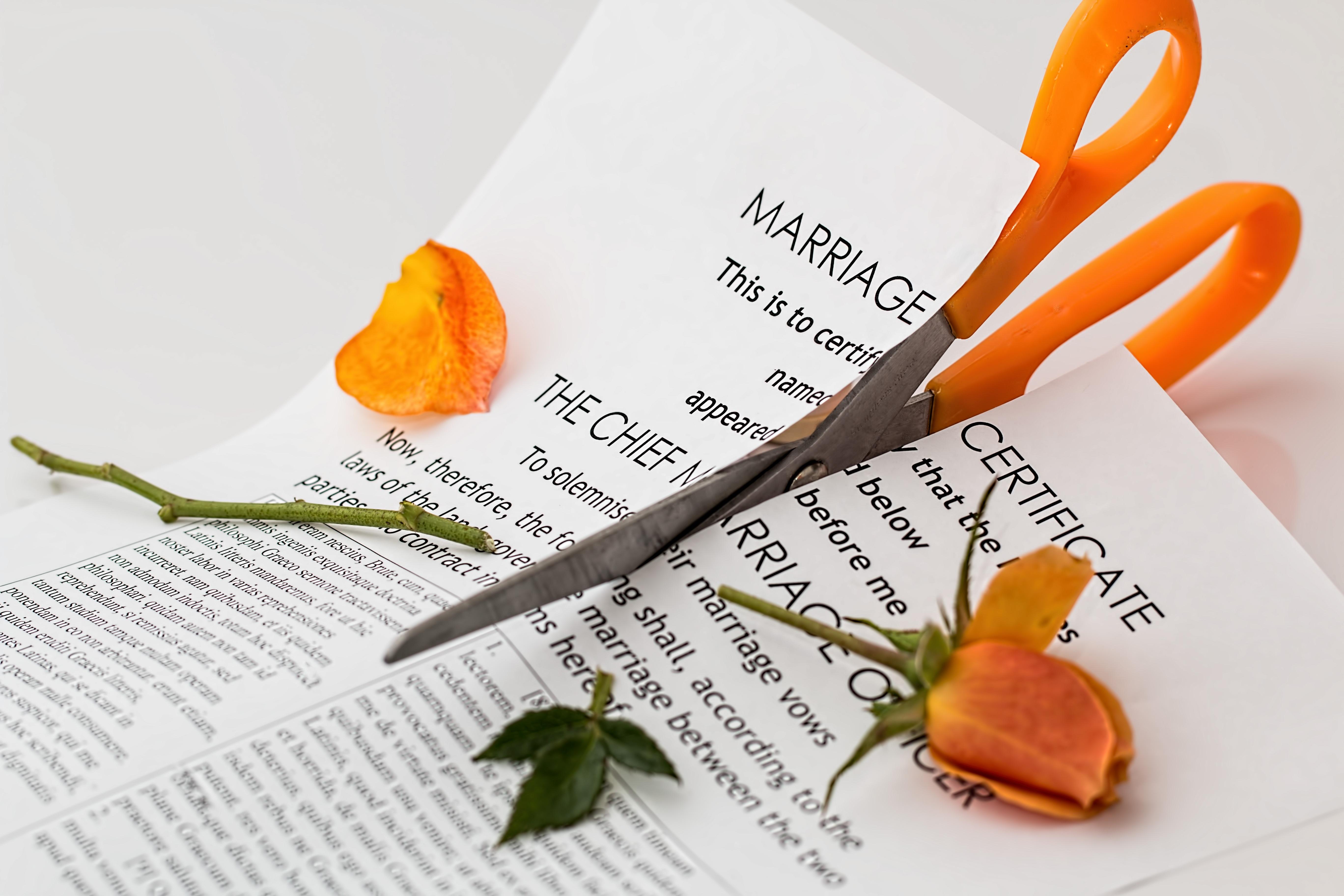 Ini Sikap yang Harus Kamu Ambil Ketika Kedua Orangtuamu Memutuskan untuk Bercerai