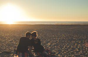 Jatuh Cinta Selalu Datang Tiba-tiba, Kenapa Bisa Begitu?
