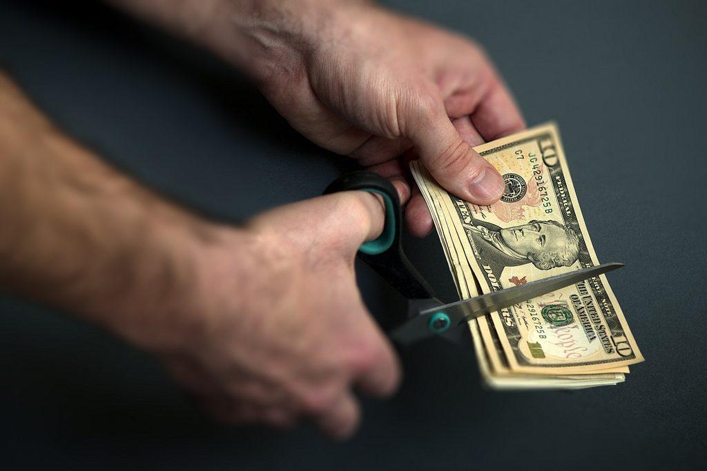 Kalau sayang ya nggak usah bawa uang