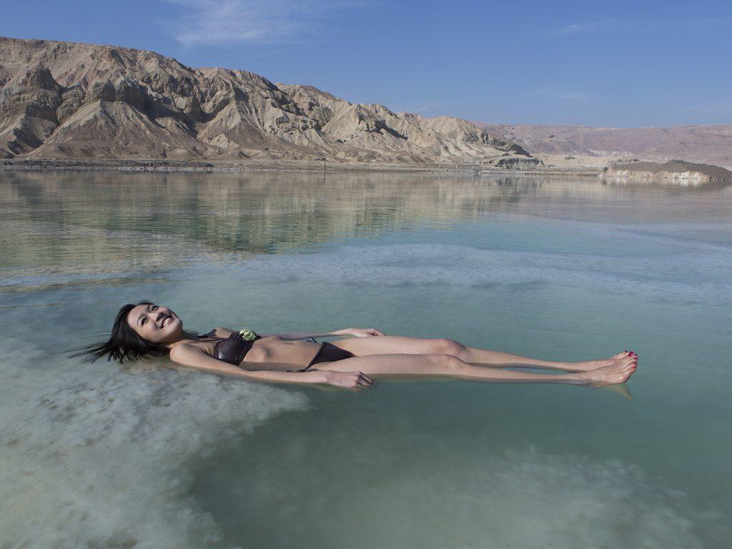 Sekedar info, saat ini Laut Mati sedang 'ssekarat' akibat eksploitasi berlebihan