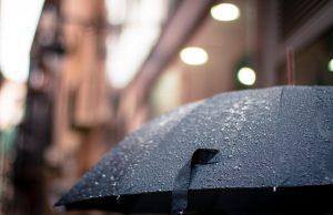 Seseorang yang Sengaja Meninggalkan Payung Untukku