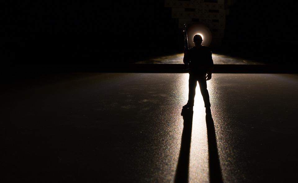 Bayang-bayang di Balik Pintu
